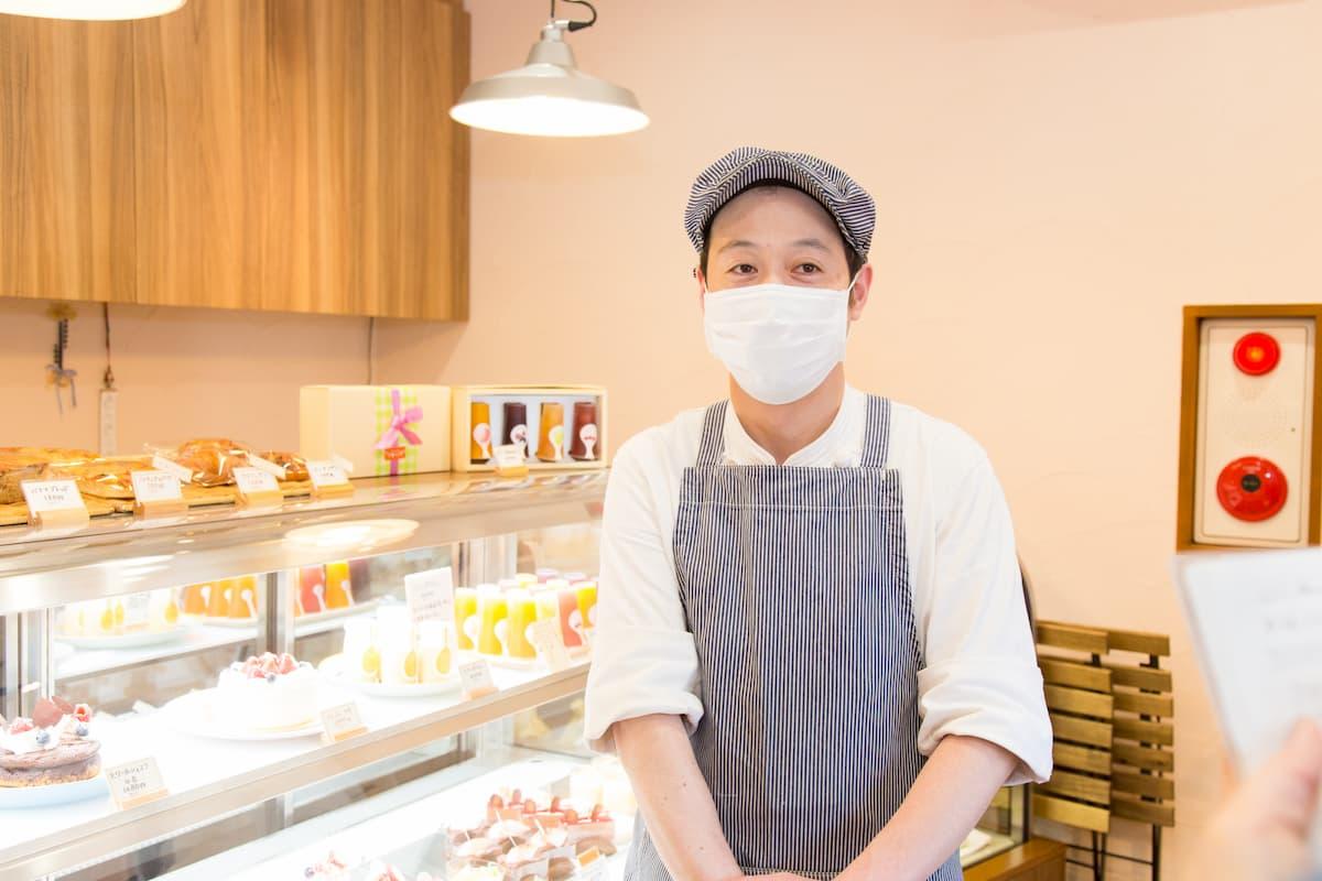 心を込めて美味しいケーキやお菓子を作り続けていきたいと思います」と話す長谷川さん